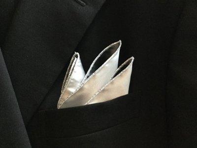 新調したポケットチーフ